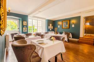 A restaurant or other place to eat at Plas Dinas Country House