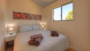 A bed or beds in a room at Killarney View Cabins and Caravan Park
