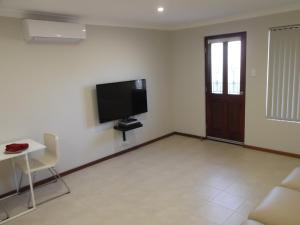 A television and/or entertainment center at Meadow View Accommodation