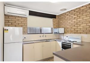 A kitchen or kitchenette at Discovery Parks - Warrnambool