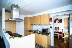 A kitchen or kitchenette at Riverview Apartments