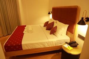 Кровать или кровати в номере Malabar Palace