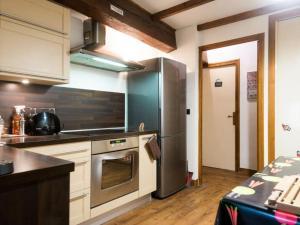 A kitchen or kitchenette at Le Thiou Paradise Appartement d'hôtes