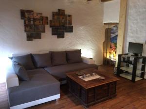 A seating area at Le Thiou Paradise Appartement d'hôtes