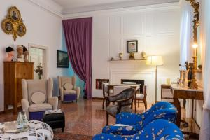 A seating area at Casa Bertagni