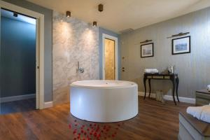 Um banheiro em Palazzo Veneziano - Venice Collection