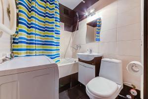A bathroom at Apartment Hanaka Volgogradskiy