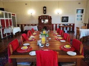 A restaurant or other place to eat at Melton Wold Guest Farm