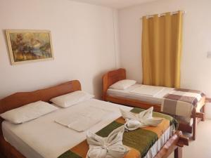 A bed or beds in a room at Hotel Portal Do Mar