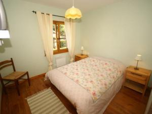A bed or beds in a room at Maison De Vacances - Harreberg I