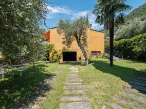 Giardino di Spacious Villa in Sale Marasino overlooking Lake