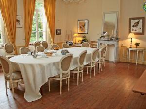 A restaurant or other place to eat at La Ferme de la Sensée