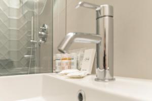 A bathroom at Hotel Boston
