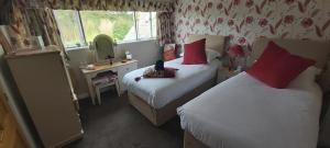 A bed or beds in a room at The Old School and Betty's B&B