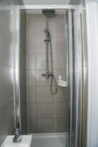 A bathroom at Wilmington Lodge Dartford London
