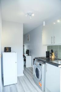 A kitchen or kitchenette at Wilmington Lodge Dartford London