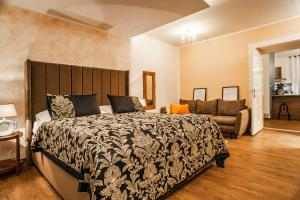 A bed or beds in a room at STING Boutique Apartments