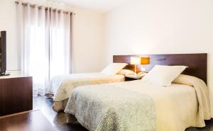 A bed or beds in a room at Hotel Madrid de Sevilla