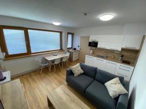 Ein Sitzbereich in der Unterkunft Hotel U Kabinky