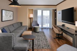 A seating area at Hyatt Place Chicago/Wicker Park