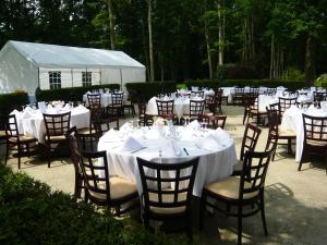 Restaurant ou autre lieu de restauration dans l'établissement Le Grand Monarque