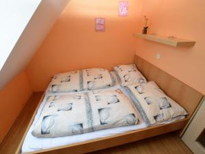 A bed or beds in a room at Beata