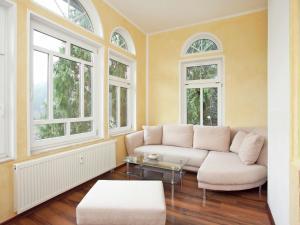 Ein Sitzbereich in der Unterkunft Spacious Villa in Borstendorf with Gazebo