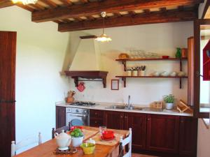 A kitchen or kitchenette at Luxurious Mansion with Private Garden in Montecassiano