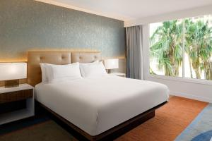 A bed or beds in a room at Hilton Los Angeles-Culver City, CA