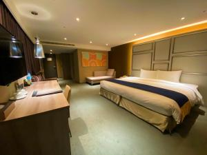 A bed or beds in a room at Green World ZhongXiao