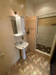 A bathroom at Tikhaya Prokhlada