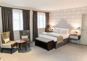 A bed or beds in a room at Edgbaston Park Hotel Birmingham