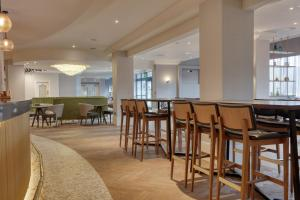 A restaurant or other place to eat at DoubleTree by Hilton London Elstree