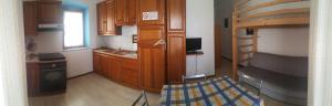 A kitchen or kitchenette at Domo Serra E Mesu