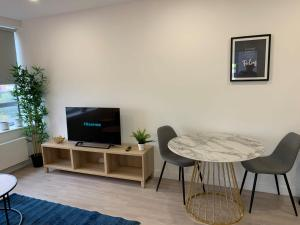 A television and/or entertainment center at Bracknell - A Spectacular Dual Aspect 1 Bedroom Flat