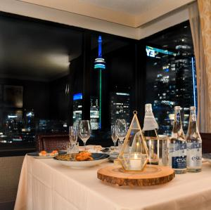 A restaurant or other place to eat at Sheraton Centre Toronto Hotel