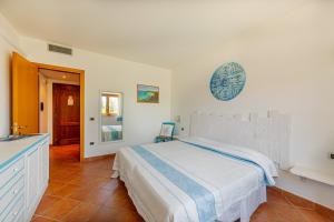 A bed or beds in a room at Hotel La Funtana