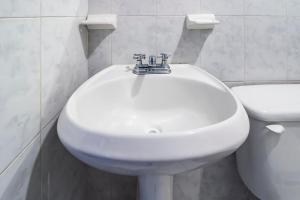 Un baño de Capital O Suites Navata