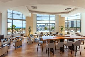 A restaurant or other place to eat at Malta Marriott Hotel & Spa