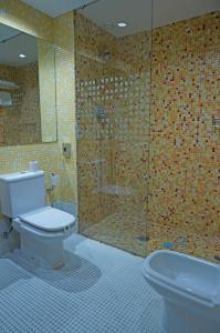 A bathroom at Cesaraugusta