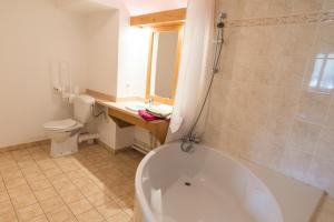Salle de bains dans l'établissement Vacancéole - Résidence Le Birdie