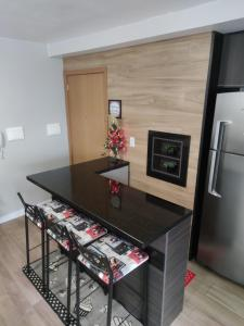 A kitchen or kitchenette at Apartamento no Residencial Vert em Bento Gonçalves-RS
