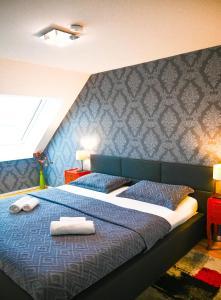 Postel nebo postele na pokoji v ubytování Delightful Duplex Danube Canal