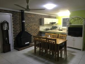 A kitchen or kitchenette at Convenience house in Nerang with Private room