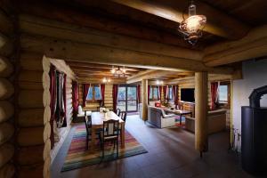 Reštaurácia alebo iné gastronomické zariadenie v ubytovaní High Tatras Chalet