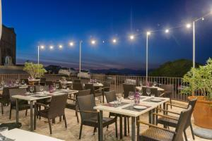 A restaurant or other place to eat at Petit Hotel Hostatgeria Sant Salvador