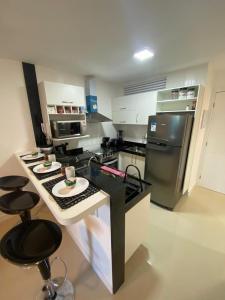 A kitchen or kitchenette at Lindo apto em Arraial do Cabo condomínio Golden Lake