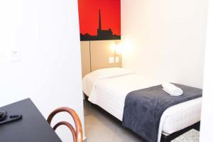 A bed or beds in a room at Minuano Hotel Express próximo a Rodoviária, Santa Casa e Aeroporto