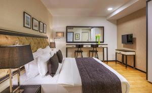 A bed or beds in a room at Stay Kook Suites