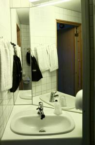A bathroom at Ro Hotel